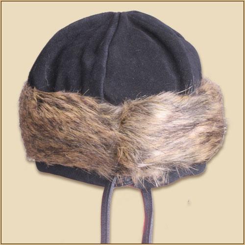 Bonnet en cuir suédé et fourrure en noir 2