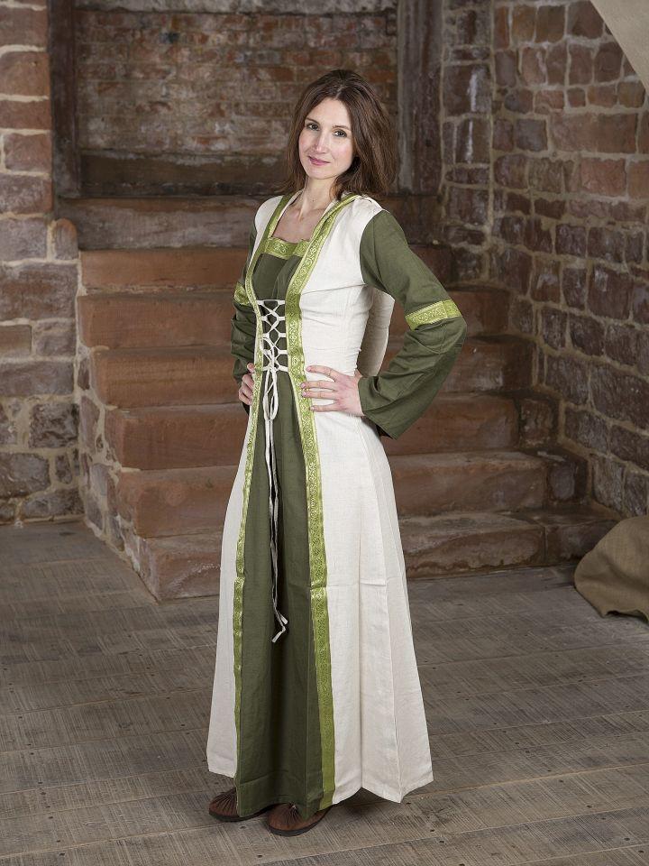 Robe verte et blanche avec capuche et broderies 2