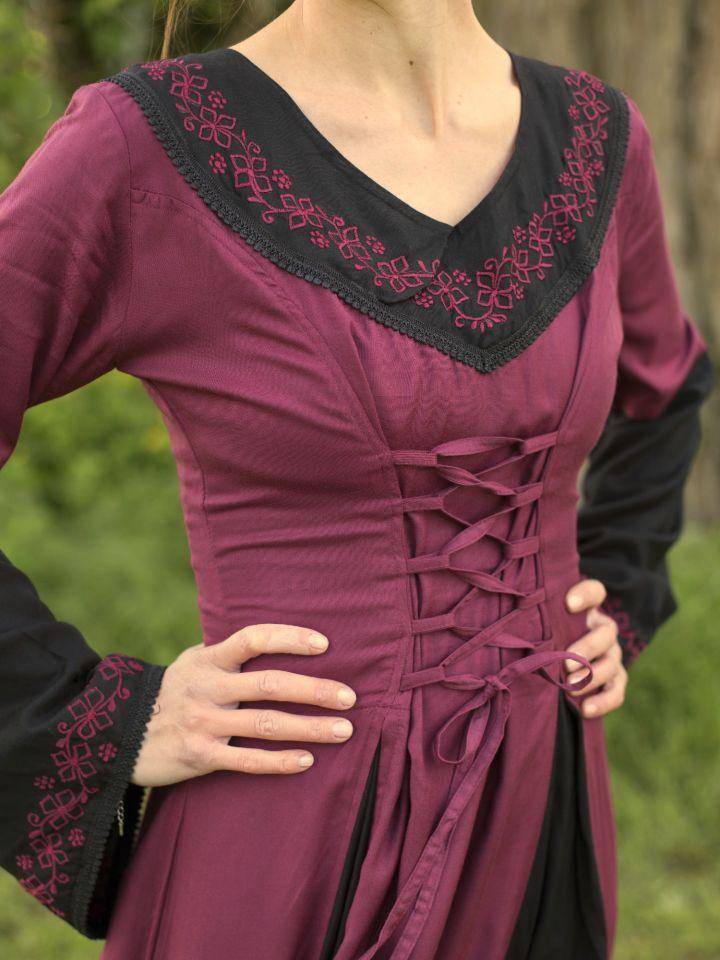 Robe médiévale bicolore avec broderie en noir et rouge 2