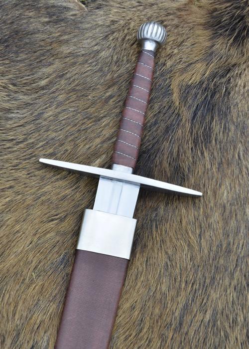 Longue épée avec fourreau 2