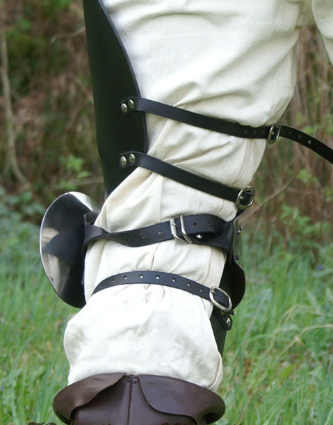 Jambes d armure en cuir et acier 2
