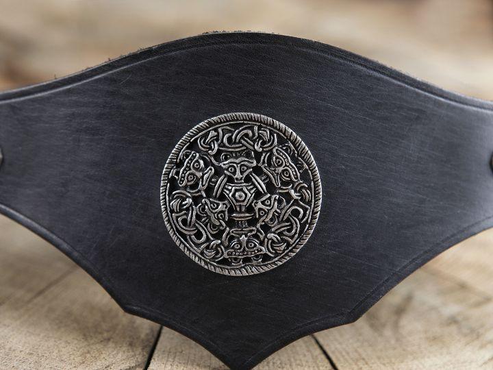 Ceinture corsetée en cuir noir à médaillon celtique 2