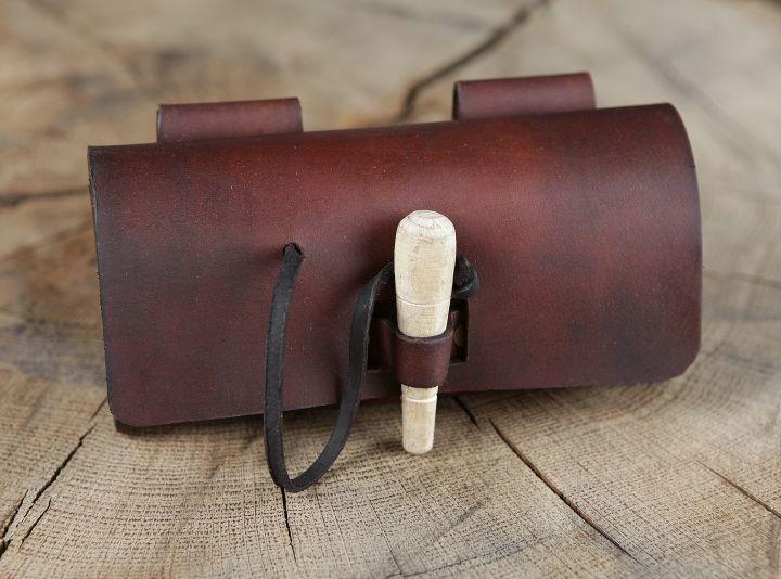Sacoche de ceinture en cuir et ses cinq flacons 2