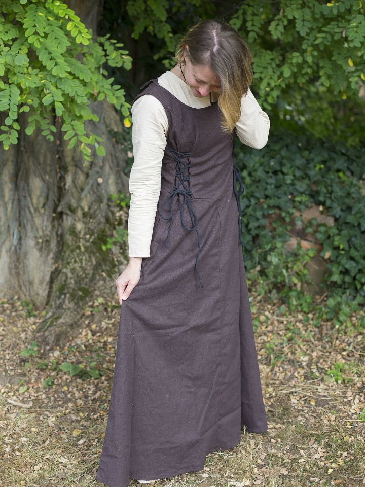 Robe médiévale sans manche en marron 2