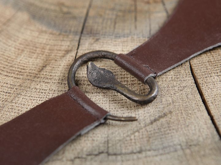 Boucle médiévale en métal à tête de serpent 2