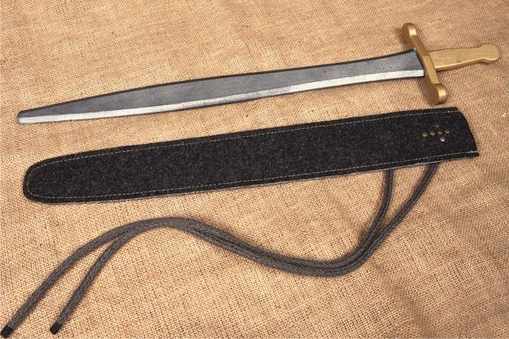 Epée en bois et fourreau 2