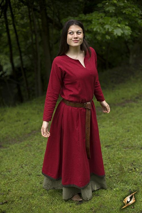 Robe avec surpiqures en rouge 2