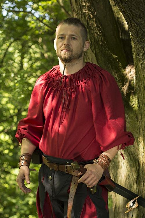 Chemise à encolure froncée en rouge 2