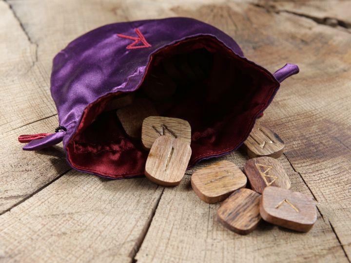 Runes en bois - 25 pièces 2