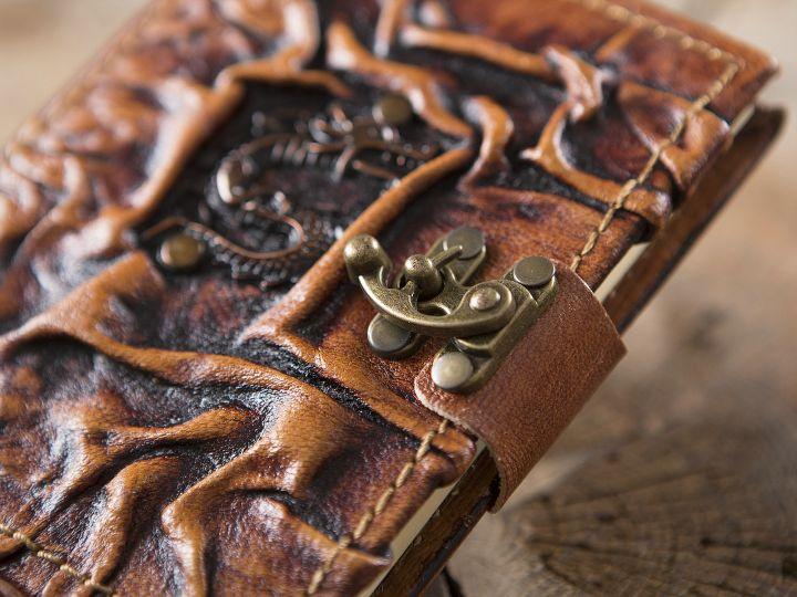 Petit Carnet en cuir, motif dragon 2