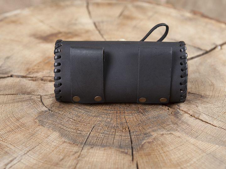 Sac de ceinture en cuir couleur noire avec bouton en bois 2