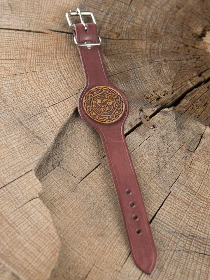 Bracelet en cuir rouge motif Triskele 2