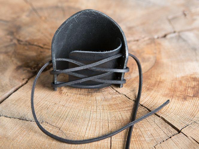 Brassards en cuir motifs noeud celtique, en noir 2