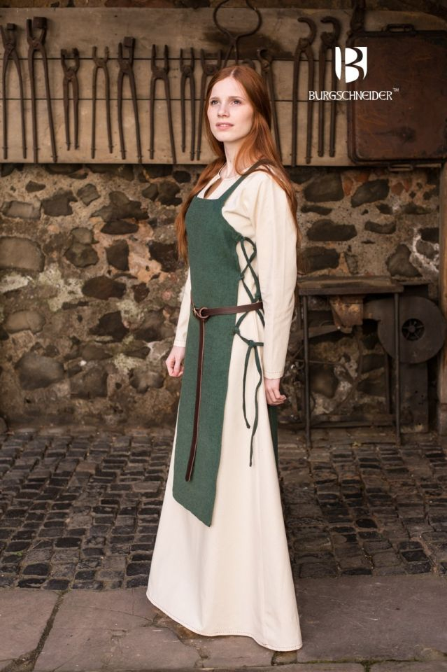Robe tablier Gyda en vert 2