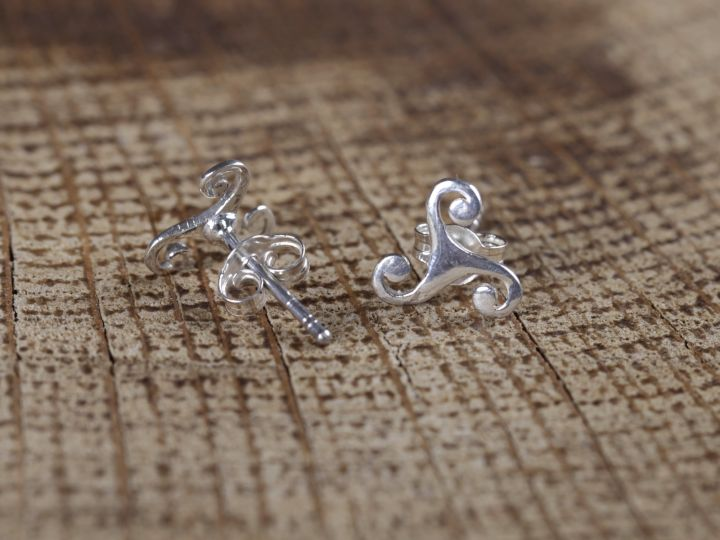 Paire de boucles d'oreilles en argent massif «Triskele» 2