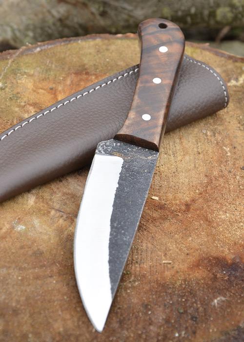 Couteau avec manche en noyer 3