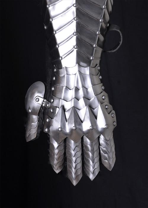 Paire de gants en cuir souple et gantelets en acier 3