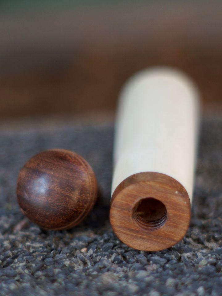 Boîte à aiguilles avec fermeture en bois 3