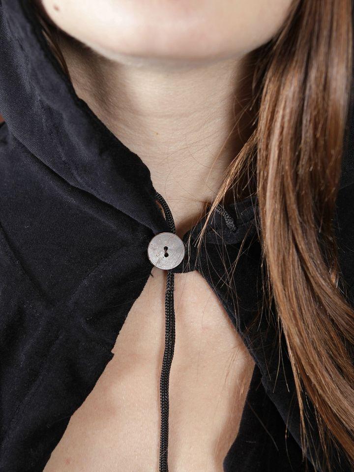 Cape à capuche en velours noir 3