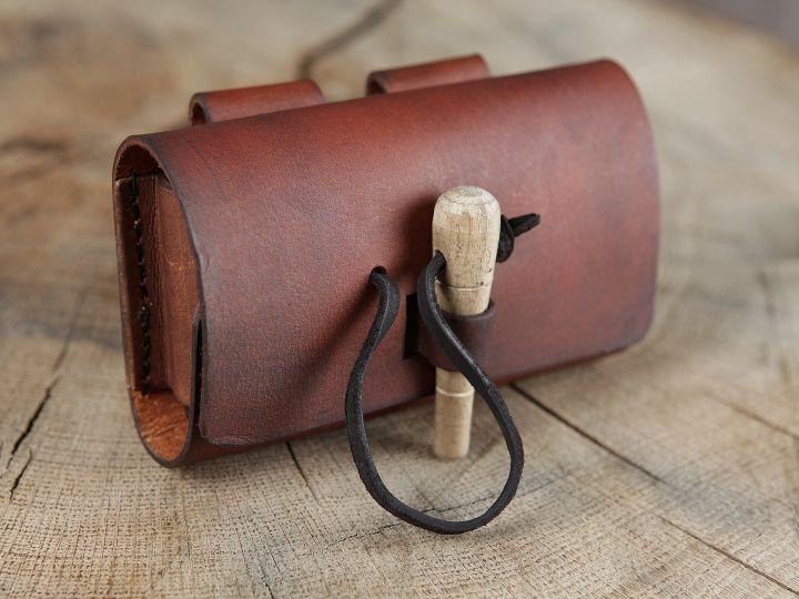 Sacoche de ceinture en cuir marron et ses trois fioles 3