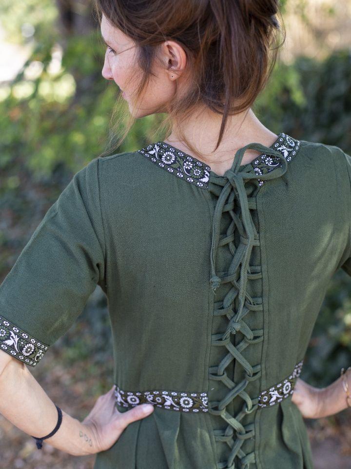Robe manches courtes avec galon, en vert L 3