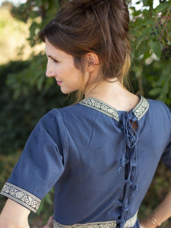 Robe manches courtes avec galon, en bleu 3