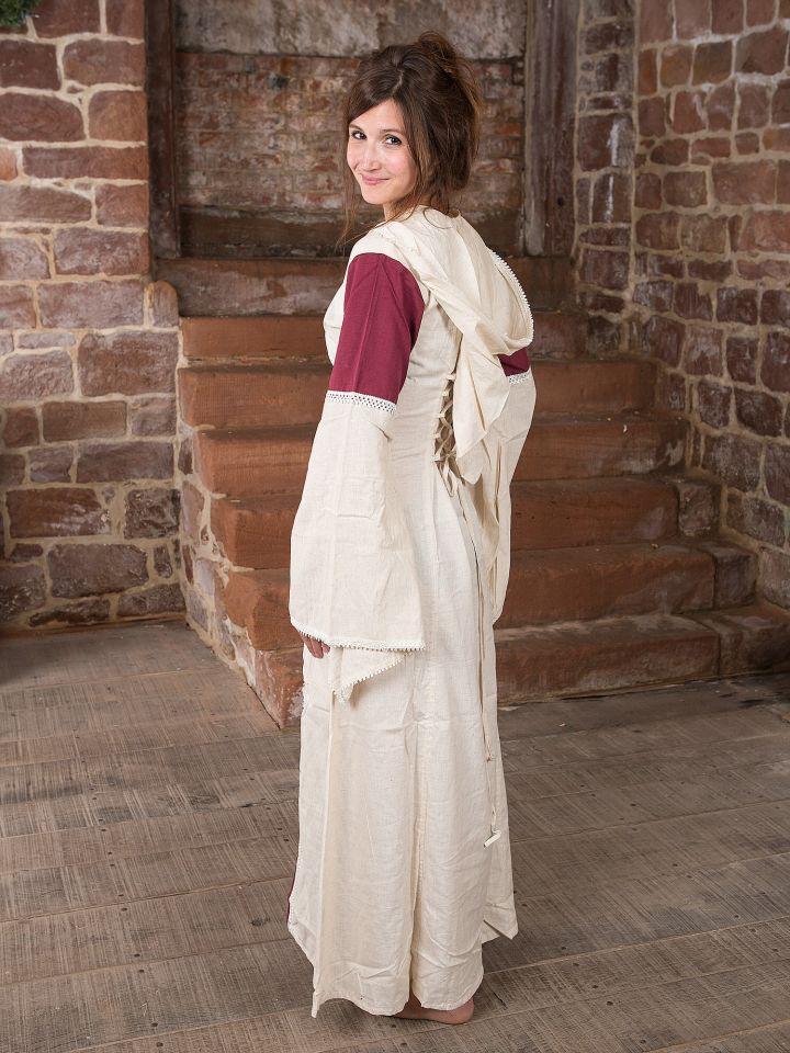 Robe à capuche blanche et bordeaux 3