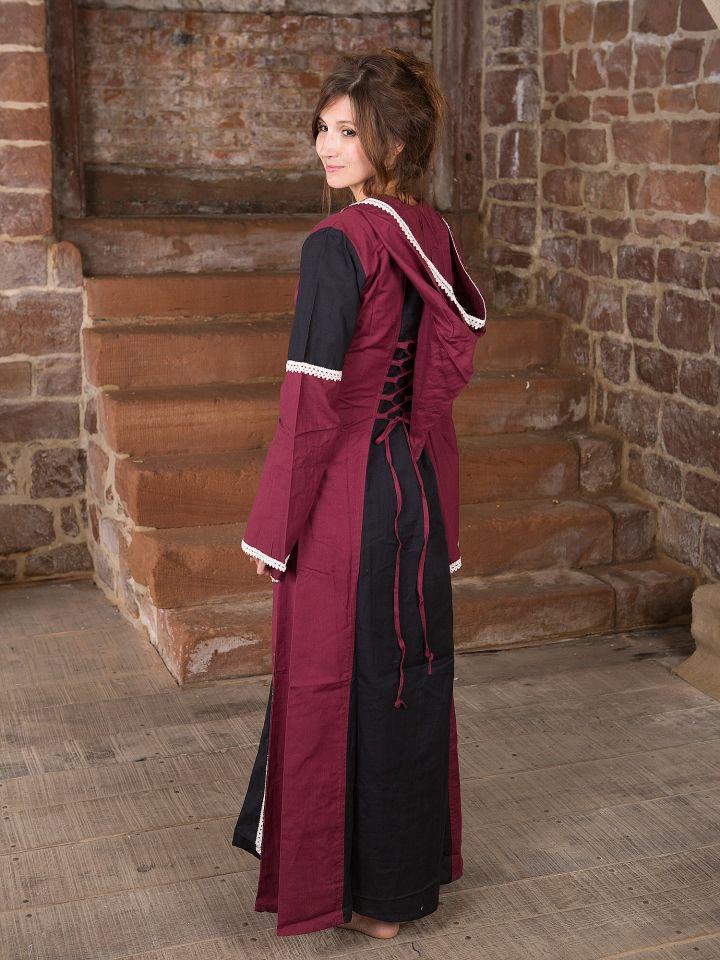 Robe à capuche noire et bordeaux 3