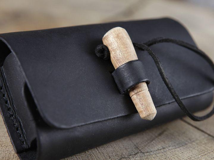 Sacoche de ceinture en cuir noir et ses trois fioles 3