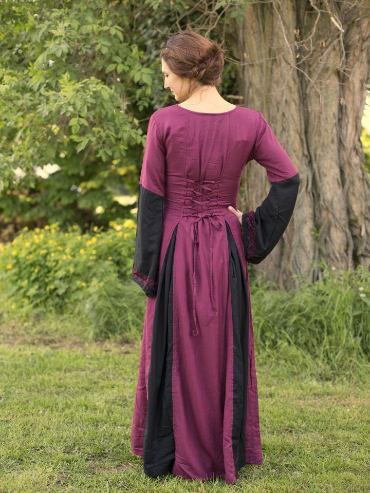 Robe médiévale bicolore avec broderie en noir et rouge 3