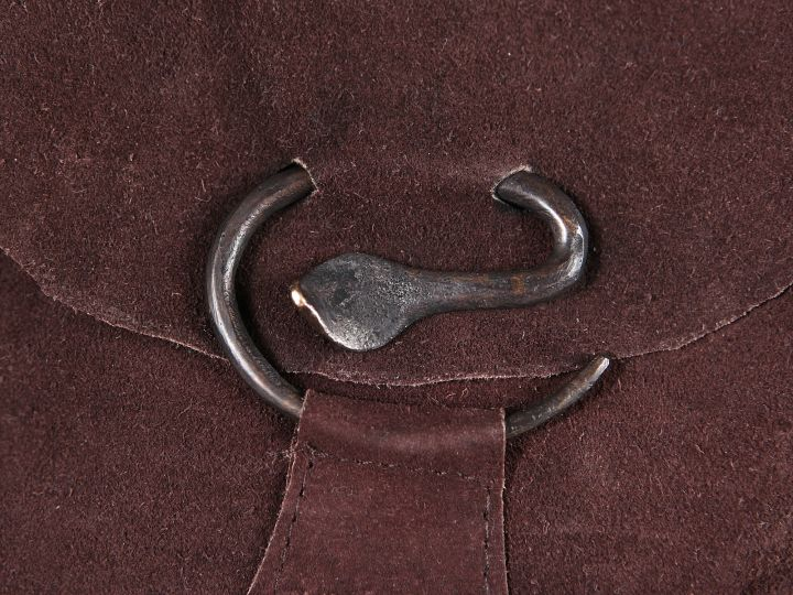 Pochette en daim avec boucle serpent, marron 3
