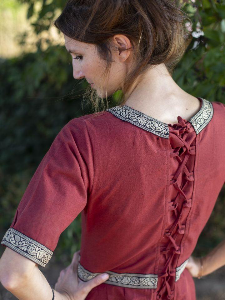 Robe manches courtes avec galon, en rouge 3