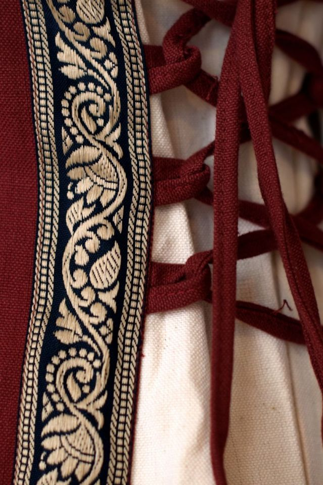 Robe médiévale bicolore à galons XXXL 3