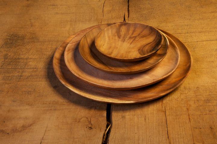 Lot de quatre assiettes plates en bois d'acacia 3