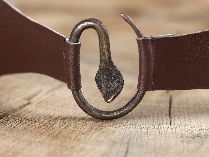 Boucle médiévale en métal à tête de serpent 3