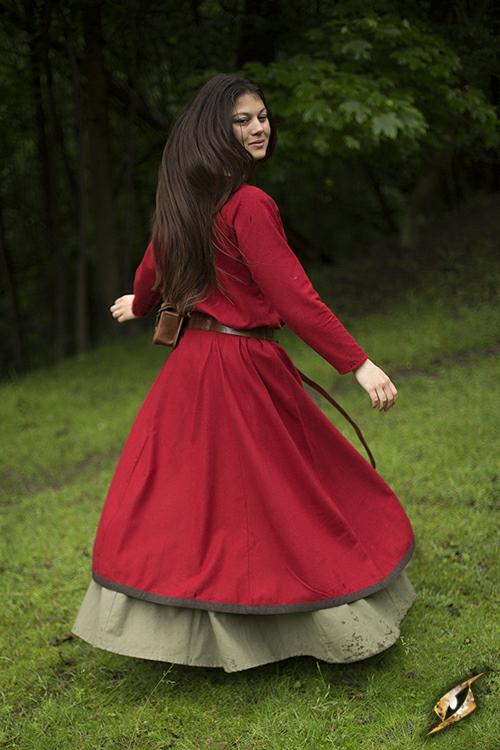 Robe avec surpiqures en rouge 3