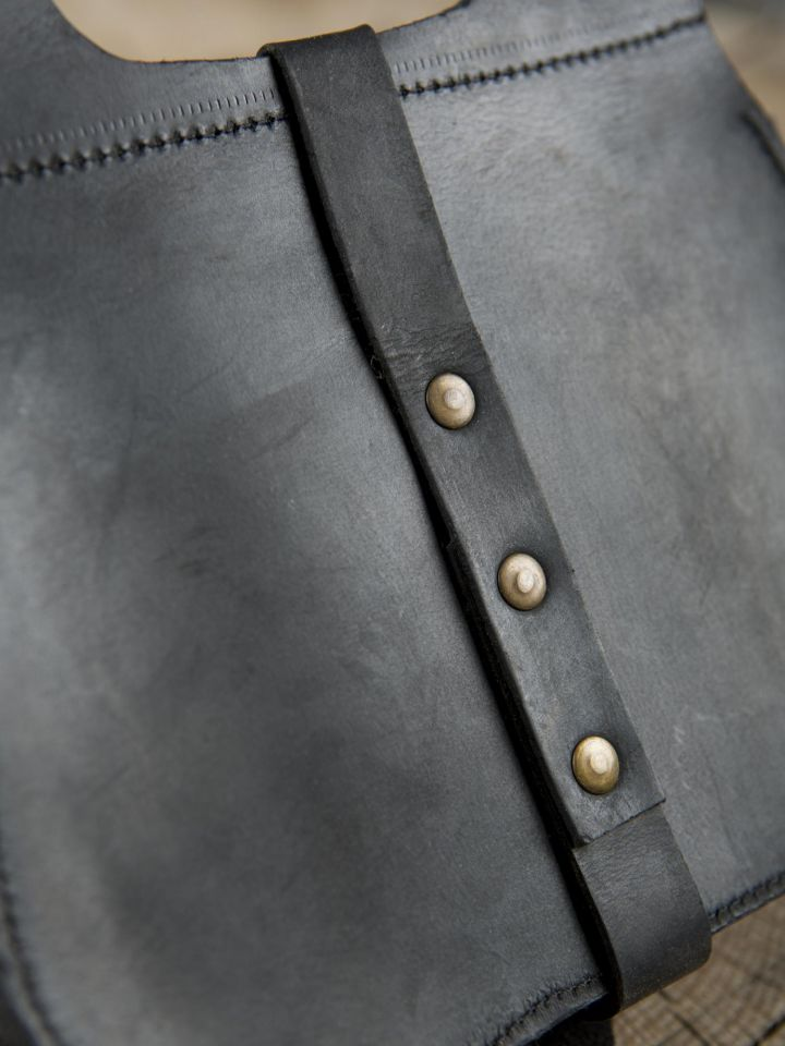 Sacoche médiévale en cuir noir 3