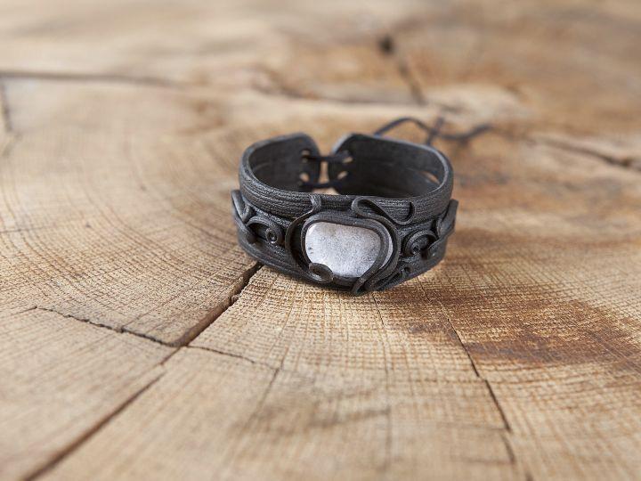Bracelet orné d'un cristal de roche 3
