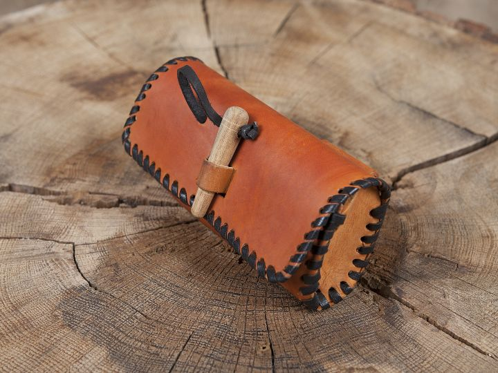 Sac de ceinture en cuir couleur miel avec bouton en bois 3