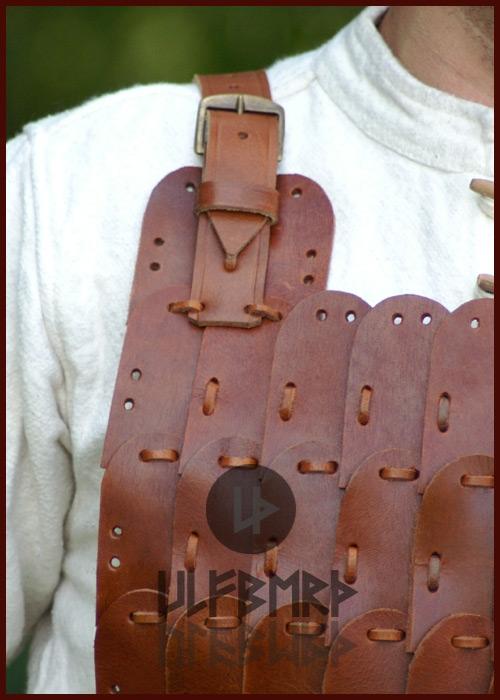 Armure en plaques de cuir 3