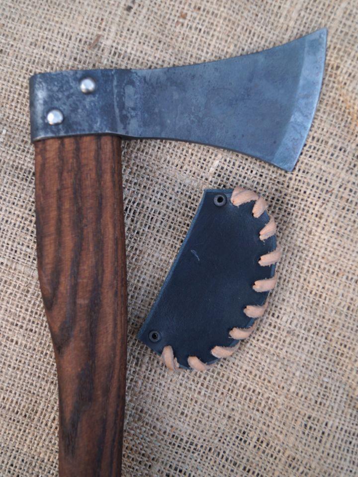 Petite hache avec étui en cuir noir 3