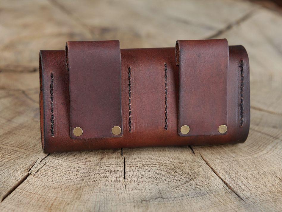 0746b560eff Sacoche de ceinture en cuir et ses cinq flacons