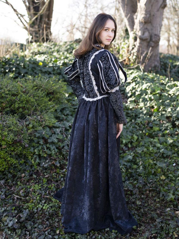 Robe médiévale Tudor en noir 4