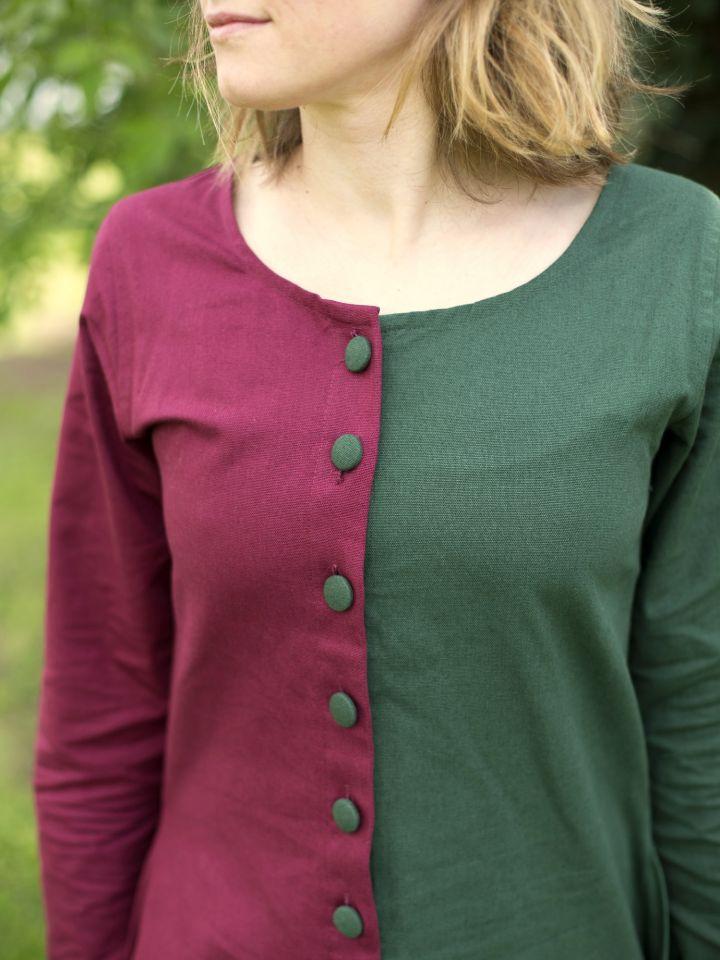 Robe médiévale bicolore à boutons bordeaux et vert 4
