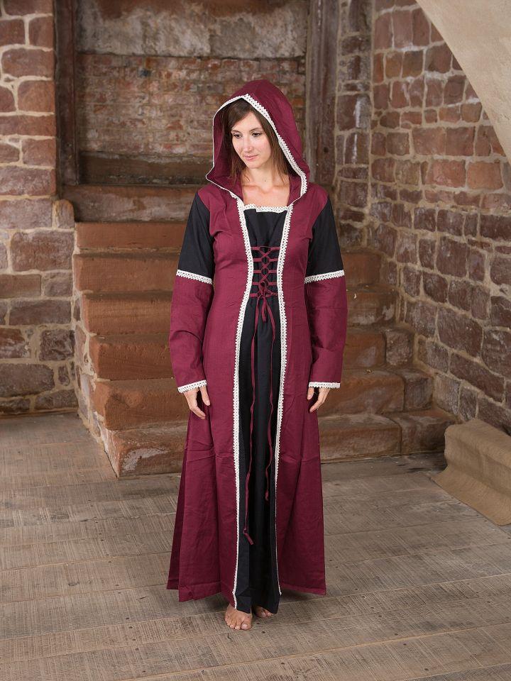 Robe à capuche noire et bordeaux 4