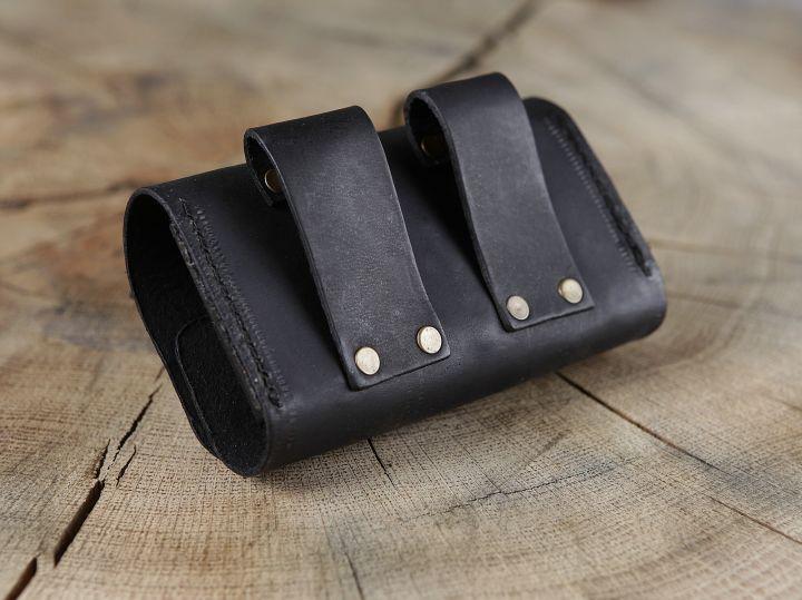 Sacoche de ceinture en cuir noir et ses trois fioles 4