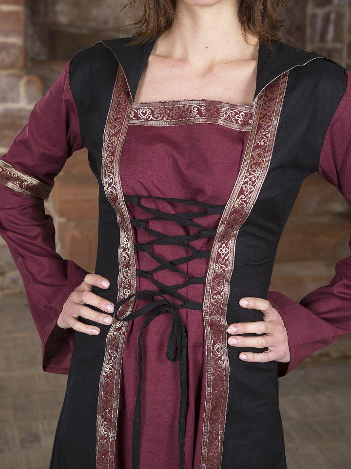 Robe bordeaux et noire, avec capuche et broderies 4