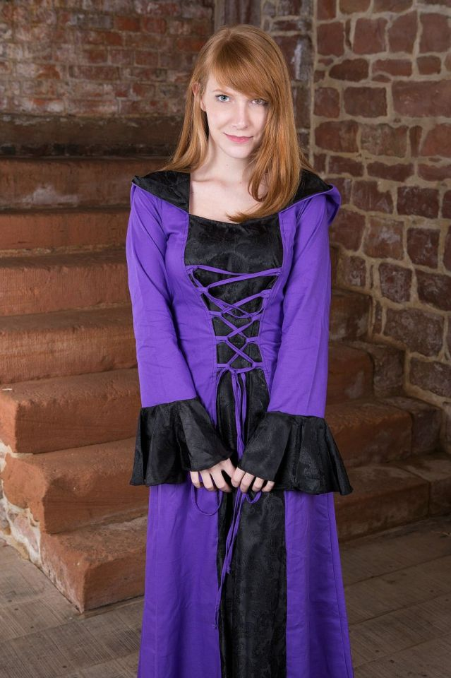 Robe médiévale Clara en noir et lilas 38 4