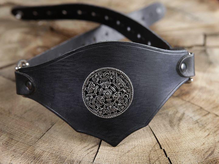 Ceinture corsetée en cuir noir à médaillon celtique 4