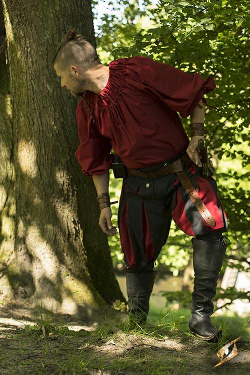Chemise à encolure froncée en rouge 4